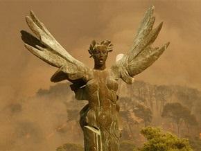 Причиной лесных пожаров в Греции стало сожженное осиное гнездо
