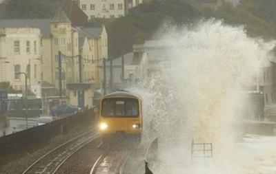 В Британии сотни домов оказались под угрозой затопления из-за наводнения
