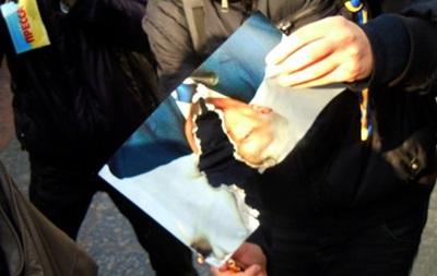 Начато уголовное производство по факту сожжения фото Пшонки и Захарченко в Одессе