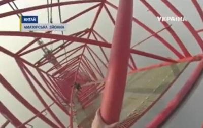 Российские экстремалы взобрались на самый высокий небоскреб Китая