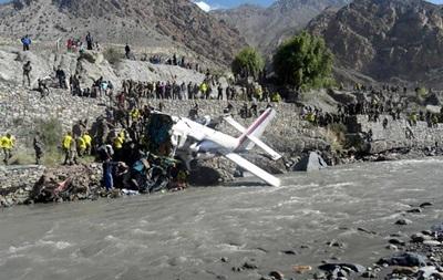 В Непале упал самолет - 18 человек погибли