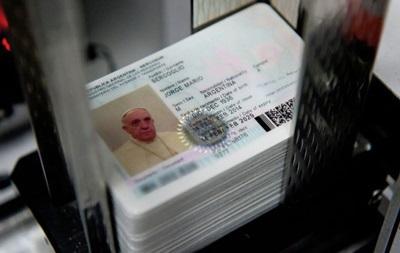 Папа Римский получит новый паспорт