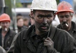 Горняки, заблокированные обвалом породы в шахте в Луганской области, спасены
