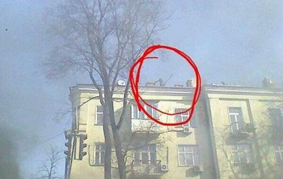 Спецназ с крыш забрасывает митингующих светошумовыми гранатами