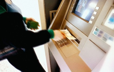Банкиры рассказали, как снять крупную сумму в банкомате без ограничений