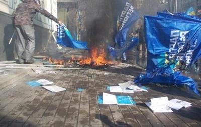 В результате пожара в офисе Партии регионов погиб работник офиса - Госслужба по ЧС