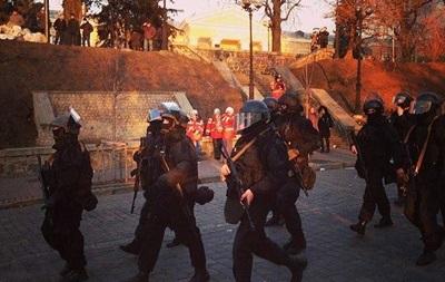 Правоохранители окружили Майдан и вооружаются автоматами – СМИ