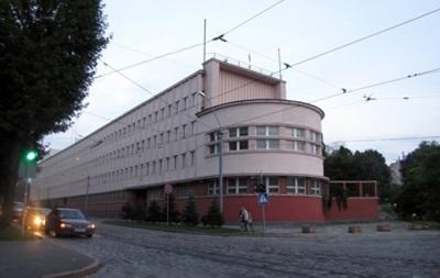 Во Львове протестующие подожгли здание СБУ