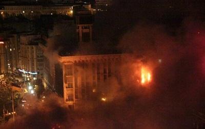 Спасатели ликвидируют пожар на 3-9 этажах Дома профсоюзов - ГСЧС