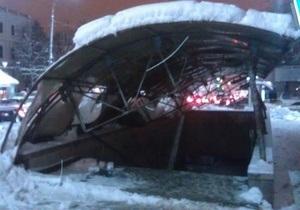 В Киеве возле Минобороны из-за снега рухнула крыша над подземным переходом