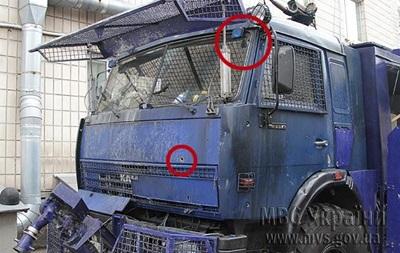 Митингующие используют патроны, способные пробить металл спецавтомобилей - МВД