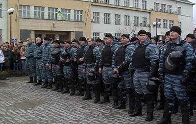 Беркут и другие правоохранительные органы Закарпатья перешли на сторону митингующих