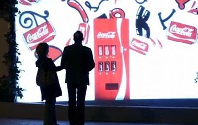 Coca-Cola сделала невидимую  будку  любви, которая показывает себя только парам