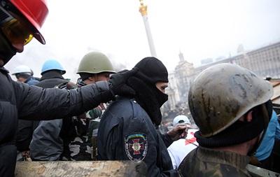 Протестующие захватили 67 военнослужащих внутренних войск - МВД