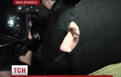 Бойцы ВВ Луцка сдали свою амуницию самообороне