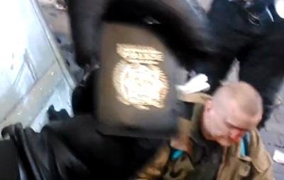 Беркут на Майдане задержал полицейского c европейским удостоверением