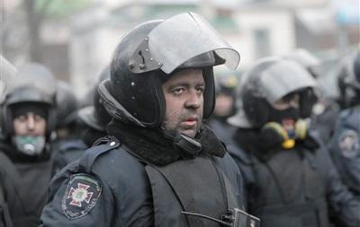 Сдавшиеся протестующим бойцы ВВ под охраной покинули Майдан