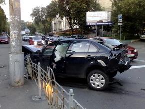 В центре Киева столкнулись Mitsubishi и BMW