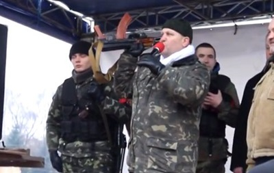 Правый Сектор вооружился автоматами Калашникова и пригрозил мародерам