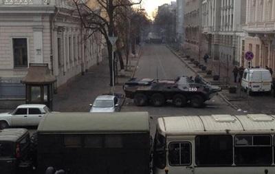 Правоохранители покидают правительственный квартал