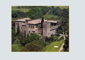 СМИ: Берлускони устраивал оргии в замке XV века