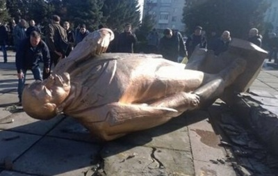Памятник Ленину снесли в Переяслав-Хмельницком - СМИ