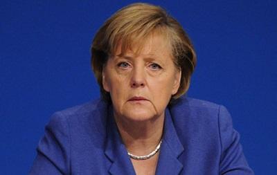 Меркель призывает новое руководство Украины к сдержанности