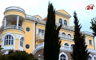 Активисты посетили  Чайный домик  Януковича в Крыму