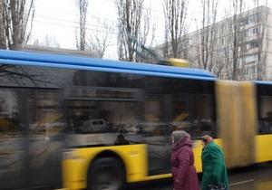 В Киеве в связи с ремонтом улицы Горького движение троллейбусов №40 и №12 изменено