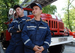 Азаров потребовал тушить лесные пожары через космос