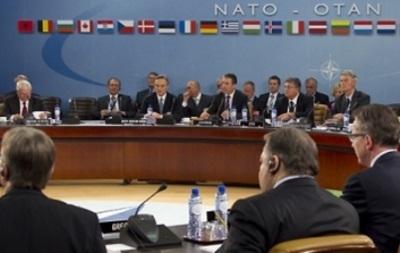 Российский представитель в НАТО считает, что организация не должна участвовать в происходящем  в Украине