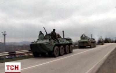 Российские БТР движутся в сторону Симферополя