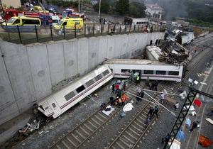 Фотогалерея: Катастрофа в Галисии. Репортаж с места крушения скоростного поезда в Испании