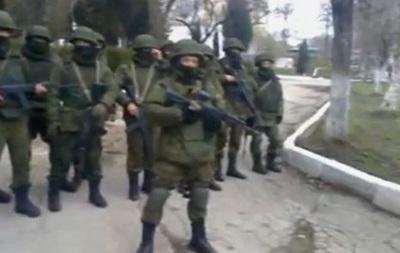 В Сеть попало видео, как украинские офицеры стали  живым щитом  и не дали вывезти оружие