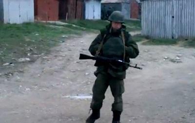 Может еще застрелишь меня?! . Реакция крымчанина на присутствие неизвестных солдат в Крыму