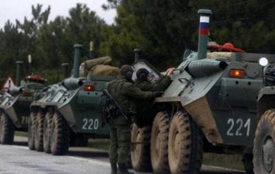 Колонны российских БТР передвигаются в Херсонской области