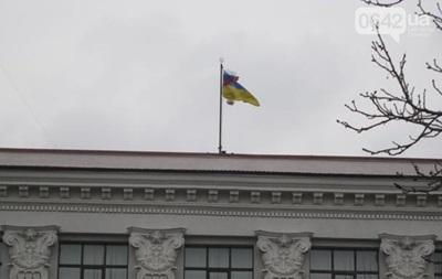 Суд приостановил решение Луганского облсовета о признании нелегитимности ВРУ