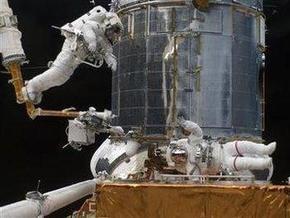 Ремонт телескопа Hubblе продолжается. Астронавты Atlantis открутят 117 шурупов