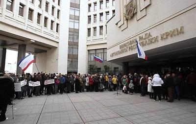Российские СМИ сообщают, что парламент Крыма принял решение войти в состав РФ