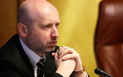 Турчинов пока не собирается с визитом в Крым