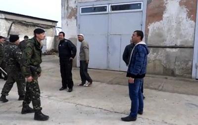 Украинские морпехи прогнали пророссийских активистов из своей части