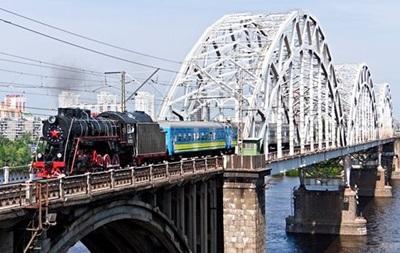 К 8 марта Укрзализныця запустила ретро-поезд