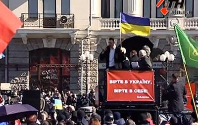 Кличко в Харькове забросали яйцами