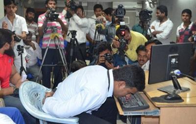 Житель Индии установил рекорд скорости набора текста носом