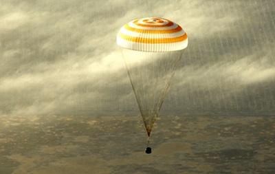 Аппарат Союз с космонавтами на борту удачно приземлился в Казахстане