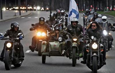 Русские байкеры привезли в Крым гуманитарный груз для блокпостов и больниц