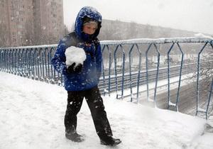 В Киеве за выходные вследствие гололеда пострадали 327 человек - гололед - снег - мороз