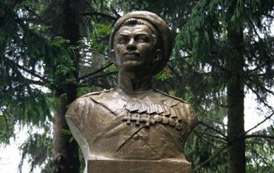 В Винницкой области снесли памятник герою обороны Севастополя матросу Кошке