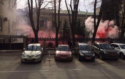 В сети появилось видео, нападения на посольство Украины в Москве