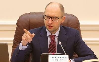 Яценюк: Не стоит спешить с введением визового режима с Россией